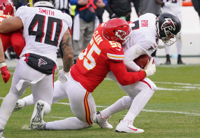 Chiefs pass rush creates escape route
