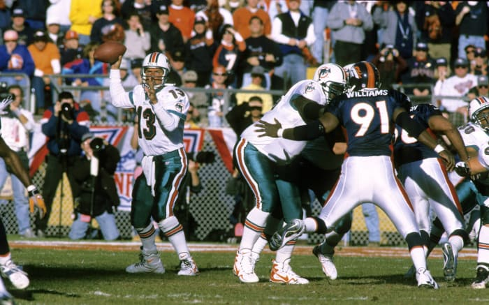 Marino then becomes the first player with 400 career passing touchdowns